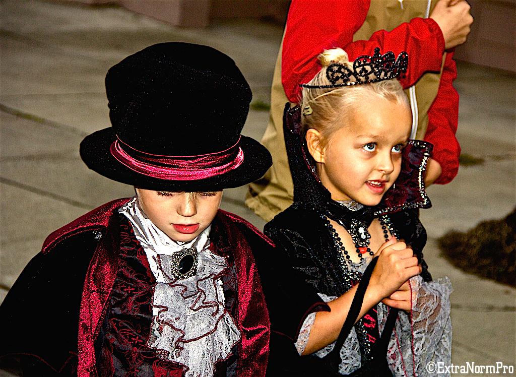 Дети в костюмах